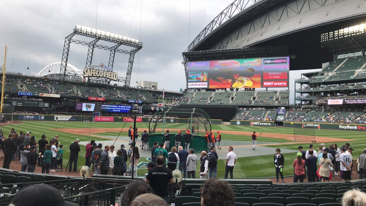 Photo of the field at Safeco Field during a Seattle Mariners game.