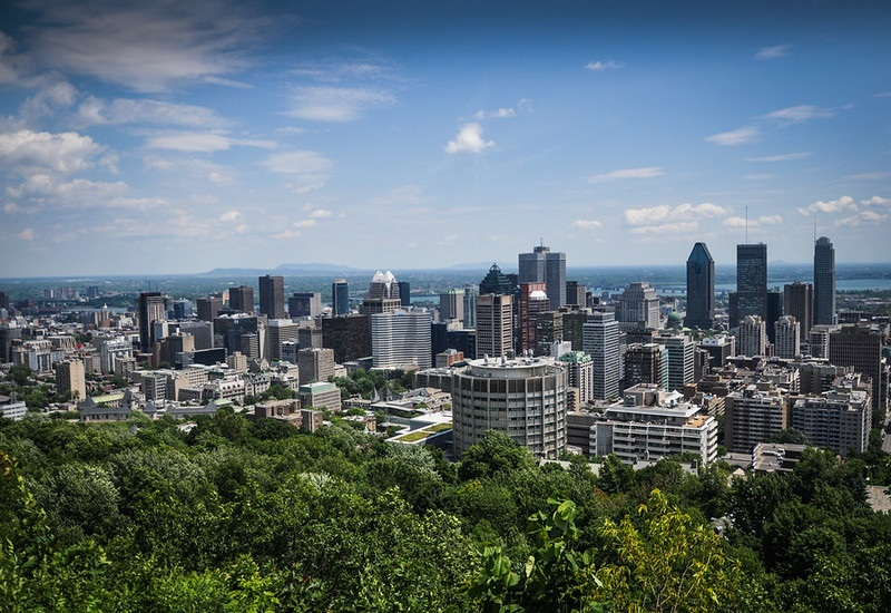 Photo of the Montreal, Quebec skyline.