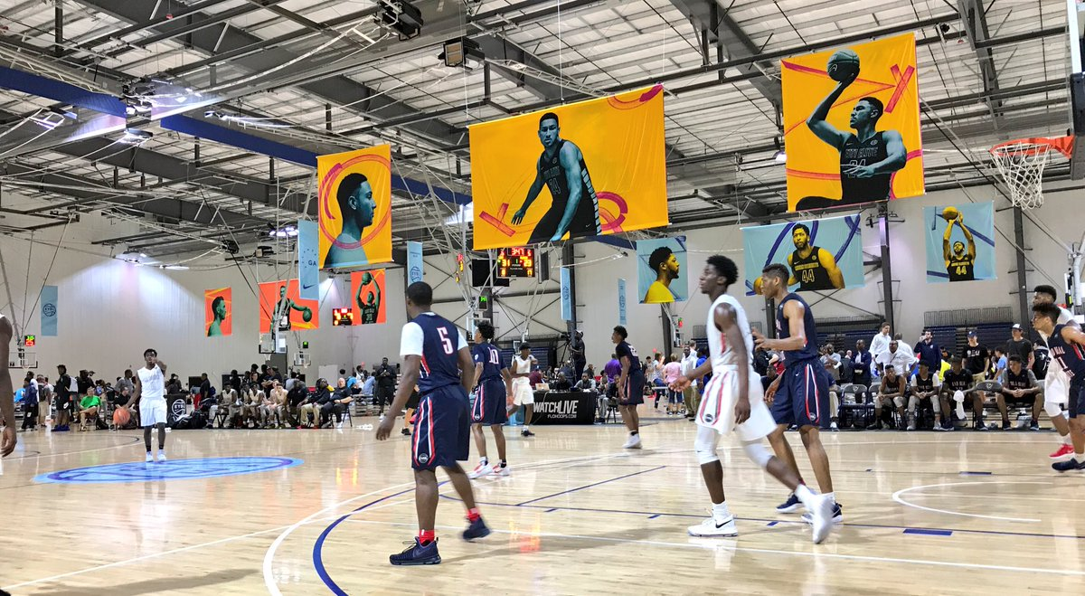 Photo of a Nike EYBL summer game.