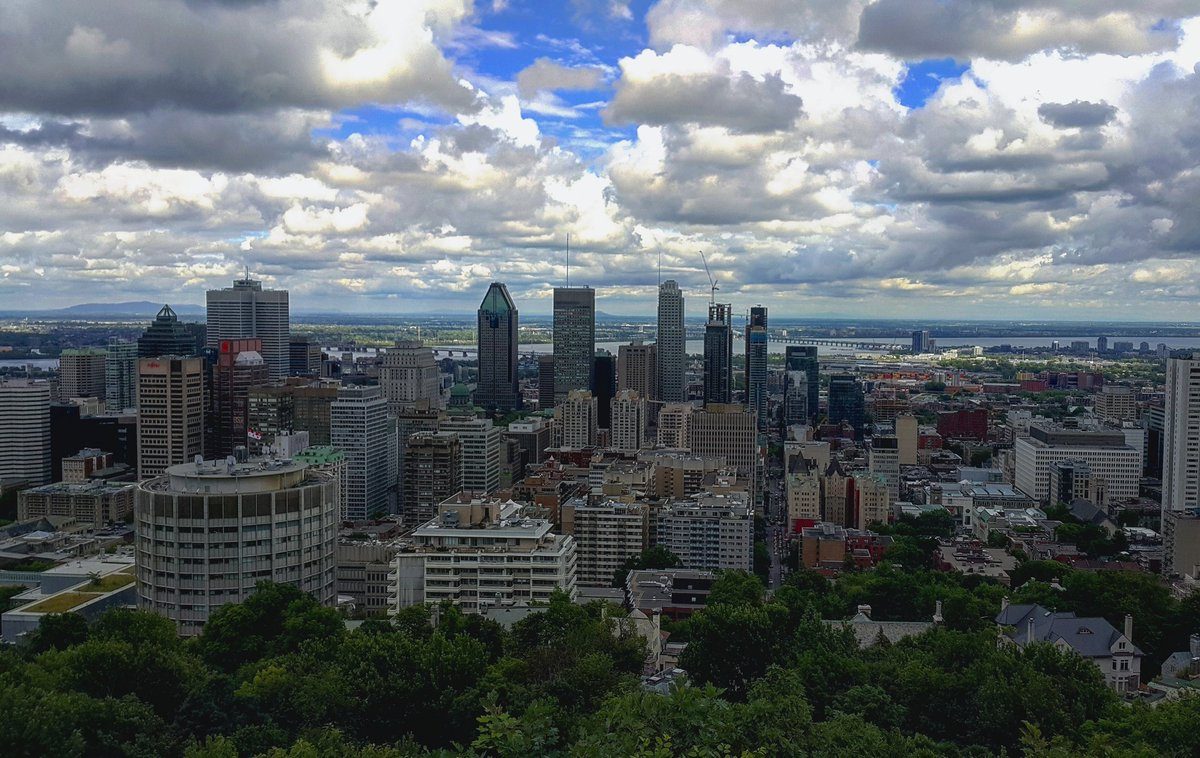 Photo of the skyline in downtown Montreal, Quebec.