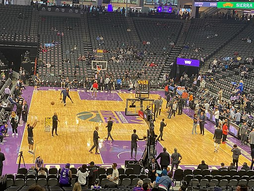 Photo of the Sacramento Kings warming up at the Golden 1 Center.