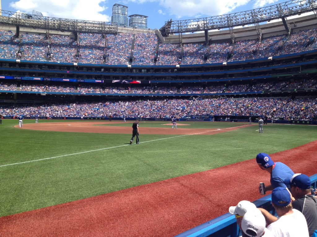 Photo of the Rogers Centre from the field level bases.